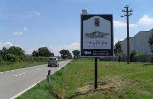cartello pubblicitario Castello Banfi